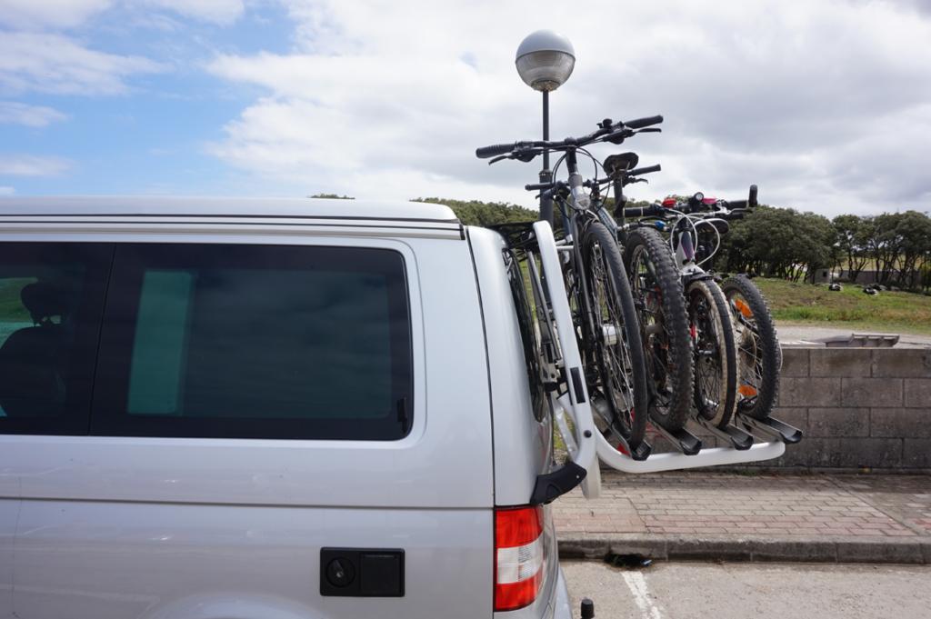 Das beladen von 4 Fahrrädern kann schon mal 20 Minuten dauern bis alle Pedale und Lenker passen. Das abladen geht dafür viel schneller.