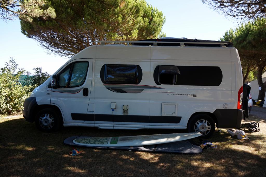 Ohne jeglichen Umbau, im Campingbus kochen, essen und schlafen, dass ist der Traum von vielen.