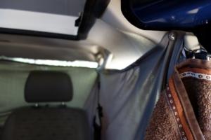 Verdunklung für Seitenfenster und Fahrerhaus sorgen für ein bisschen Privatsphäre und für einen möglicht langen Schlaf.