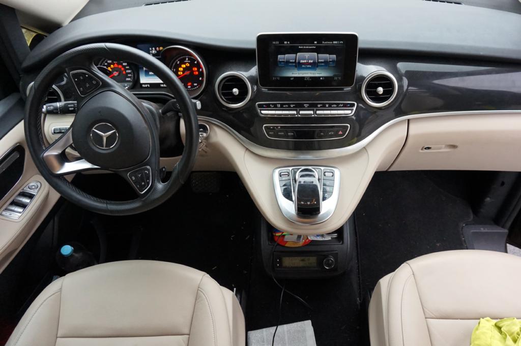 Das Cockpit ist identisch zu den PKW Modellen und bis ins Detail durchdacht und richtig stylish.