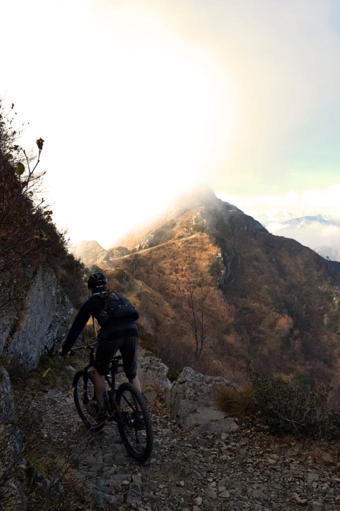 Trail in Richtung Gipfel des Monte Tamaro.