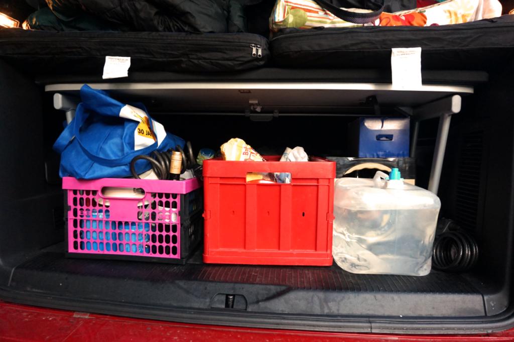 Transport der Campingausstattung und des Proviants erfolgt im Kofferraum unter dem Flexboard.