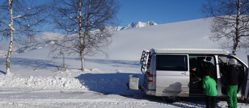 Kupplungsträger mit Transportbox im Test, für mehr Stauraum beim Campen und unterwegs