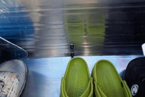 Kupplungsträger und Transportbox an der Rückwand fixieren.