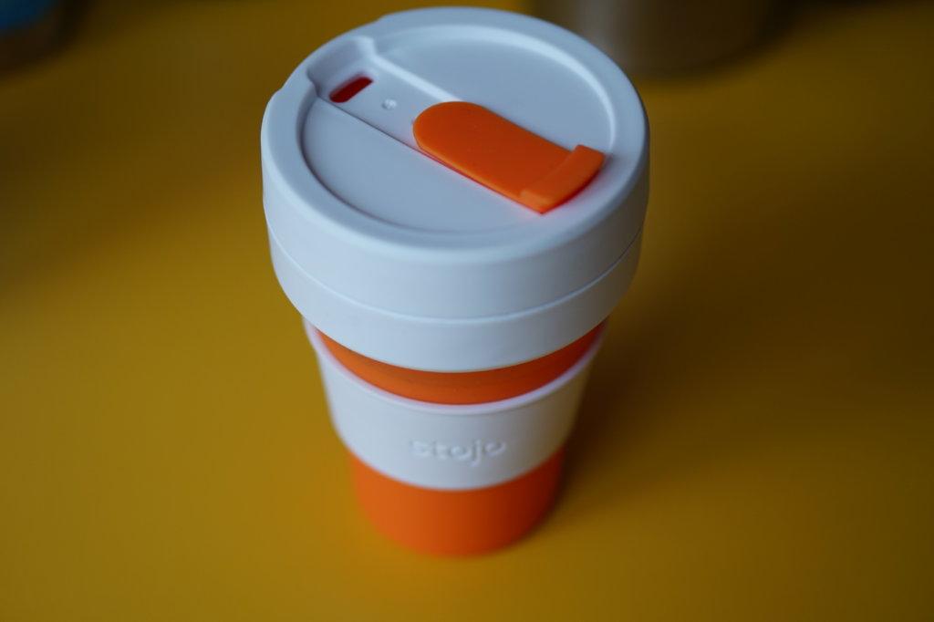 Entfalteter Kaffeebecher To-Go