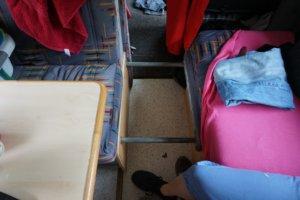 Konstruktion, um die Sitzecke in ein Bett zu verwandeln
